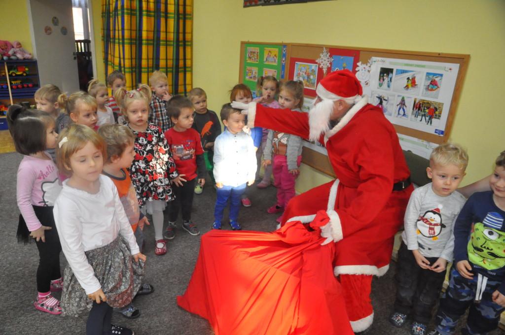 """Wizyta Świętego Mikołaja w grupie """"Puchatki"""""""