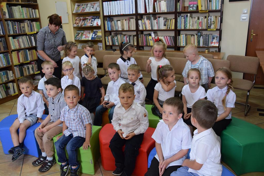 Pasowanie na czytelnika dzieci z grupy Tygryski