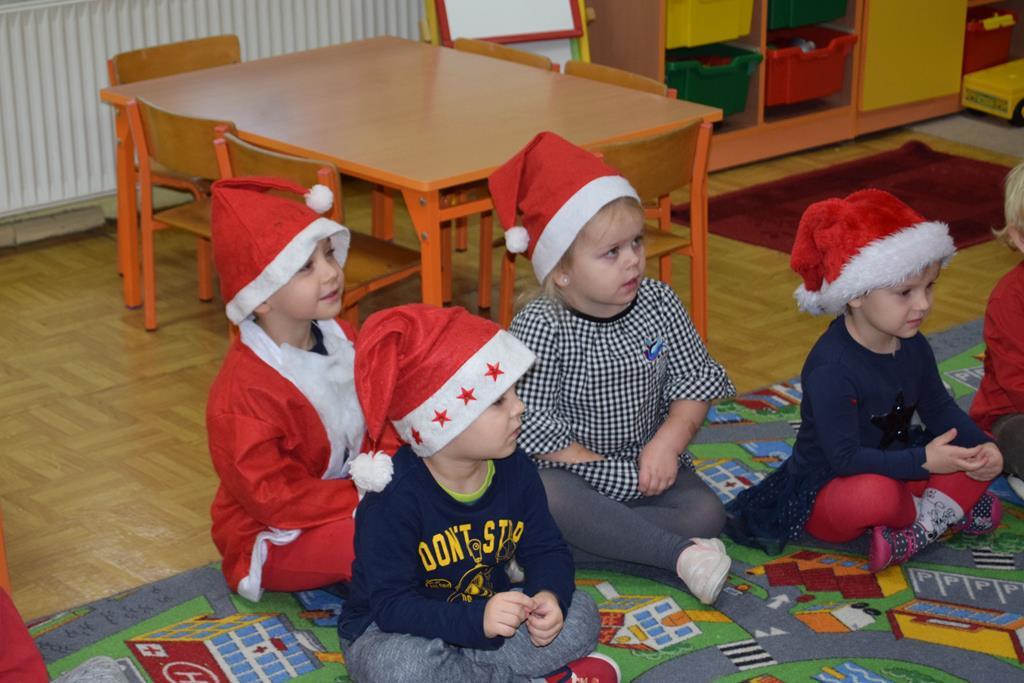 """Święty Mikołaj w grupie """"Puchatki"""""""
