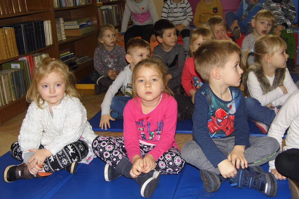 Teatrzyk dla dzieci w Bibliotece Publicznej w Strzałkowie